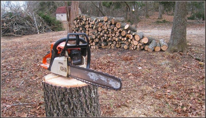 Неизвестен извършител открадна електрическа машинка за рязане на дърва в Лом
