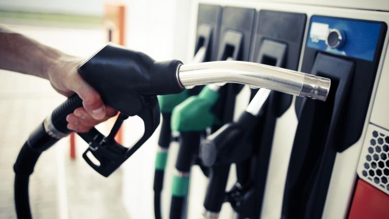 Пак ни лъжат с цените на горивата, поне с 15 стотинки на литър