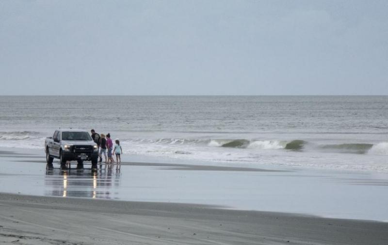 """Ураганът """"Флорънс"""" достигна американския бряг в Северна Каролина, предаде Ройтерс."""