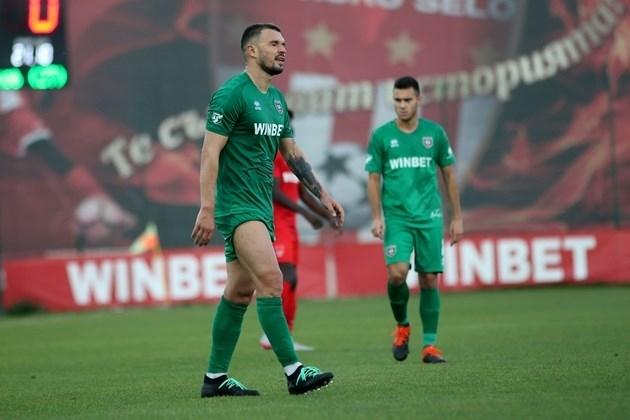 Греда! Нито един клуб не иска да наеме Валери Божинов