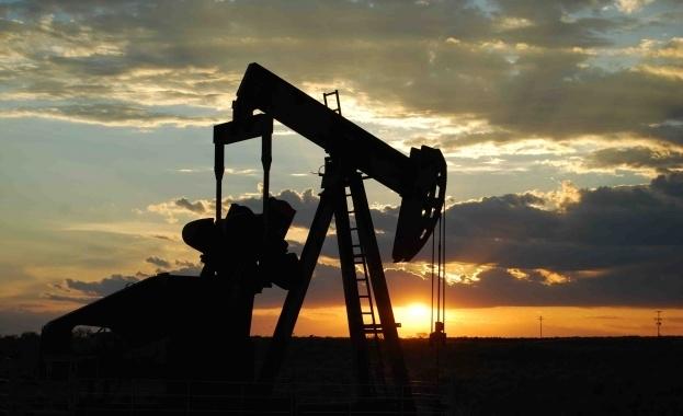 Петролът поскъпва към най-високите си нива за настоящия месец на