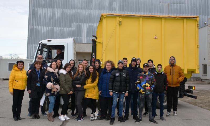 """Група ученици от ПГЯЕ """"Игор Курчатов"""" посетиха на 30 януари"""