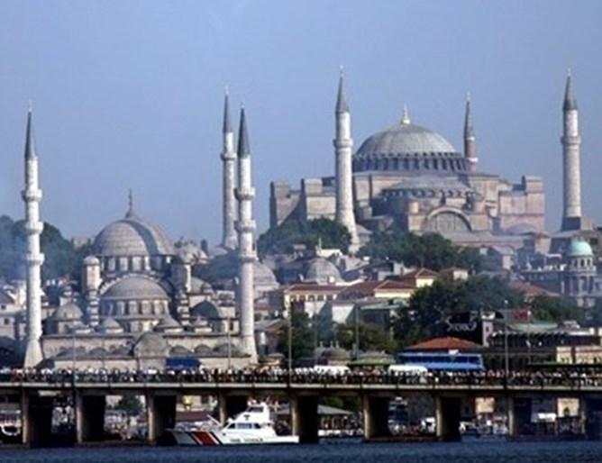 Два милиона и 412 хиляди туристи са посетили Истанбул през