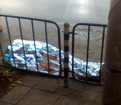 """Труп на мъж лежи на бул.""""Мария Луиза"""" в София. Тялото"""