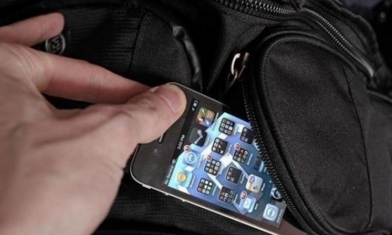 Прибраха в ареста хлапак, свил телефона на жена във Врачанско,