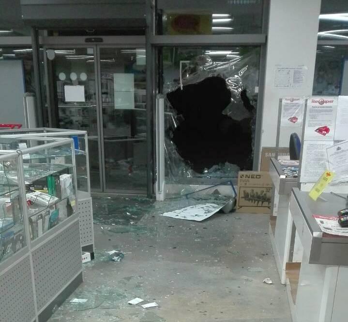 Хлапета разбиха магазин във Врачанско и не откраднаха нищо от