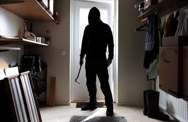 Aпаш опоска къща във Видин, полицията разследва случая