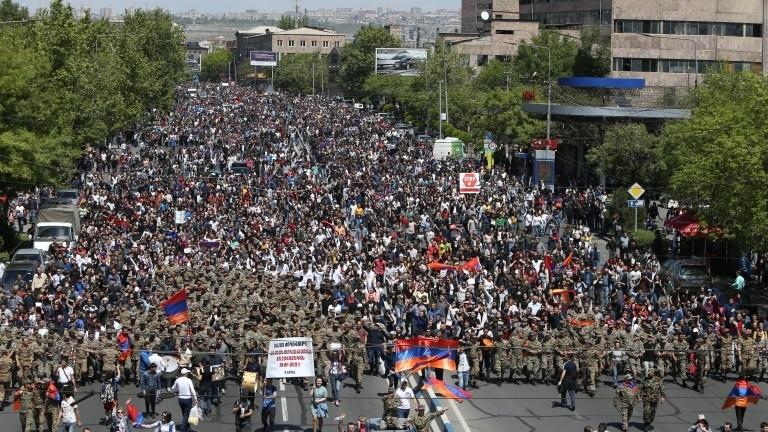 Премиерът на АрменияСерж Саркисян подаде оставка, съобщават руски медии. Оставката