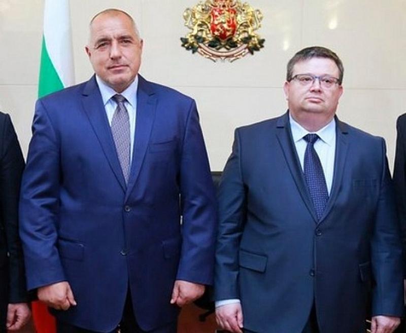 Премиерът Бойко Борисов и главния прокурор Сотир Цацаров се прикриват