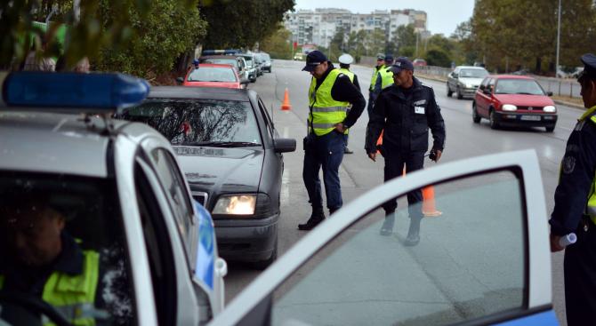 """Акция на """"Пътна полиция"""" в цялата страна. Униформените с масови"""