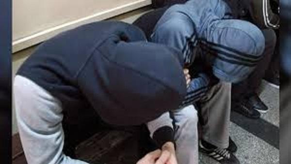 Полицията е заловила двама хлапаци, откраднали чанта в Мездра, съобщиха