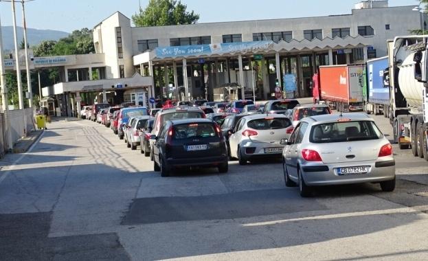 Спрян е трафикът на камиони от сръбската страна на границата