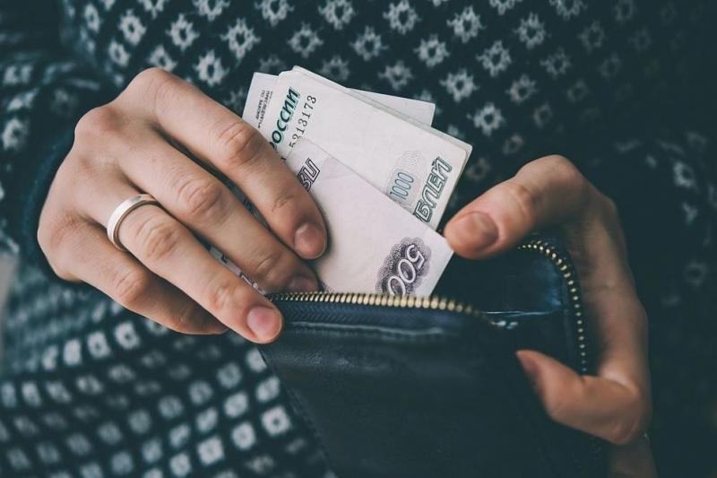 Средният месечен доход на повече от 70% от руснаците не