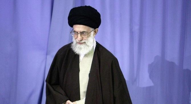Ирански лидер: САЩ се управляват от пълни идиоти