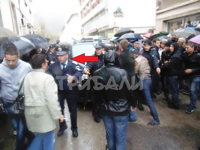 Шок! Полицай защитава убийците на Ники!