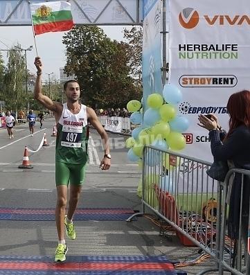 Митко Ценов пръв на 20 километра, етиопец бие