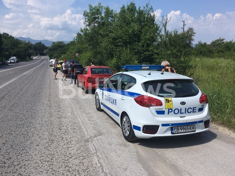 Снимка: Мазало край Враца! 5 коли се нанизаха във верижна катастрофа на пътя за Оряхово /снимки/