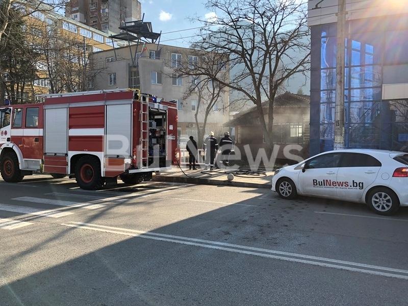 """Пожар е избухнал на булевард """"Втори юни"""" във Враца, видя"""