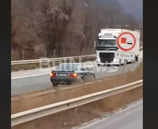 """Безумие! Самоубиец с врачанска кола хвърчи в насрещното на магистрала """"Хемус"""" /уникално видео/"""