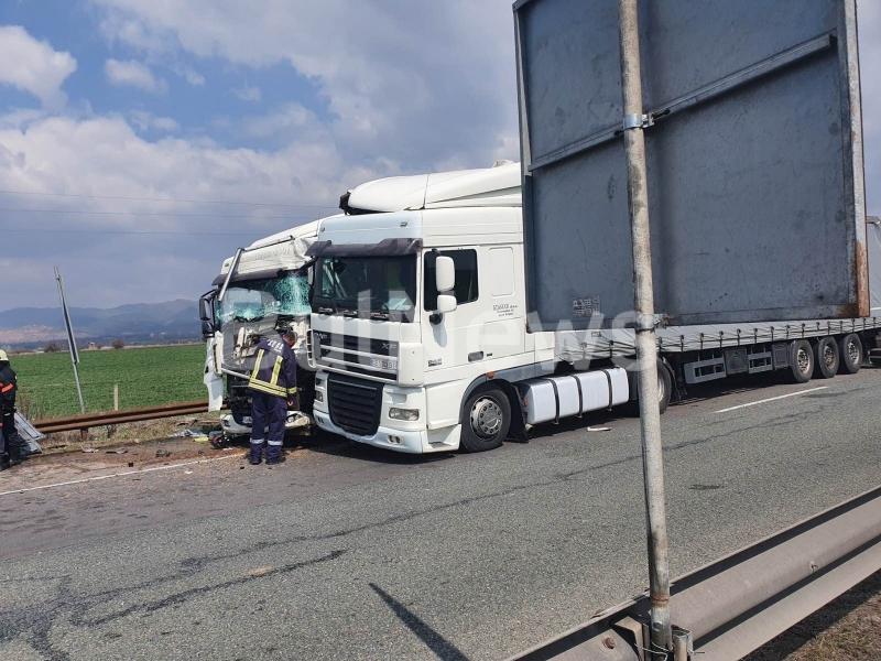 """Тежка катастрофа е станала на автомагистрала """"Хемус"""" при влизане в"""