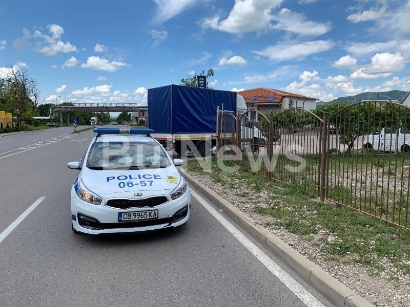 Пътен инцидент е станал преди минути на централен булевард във