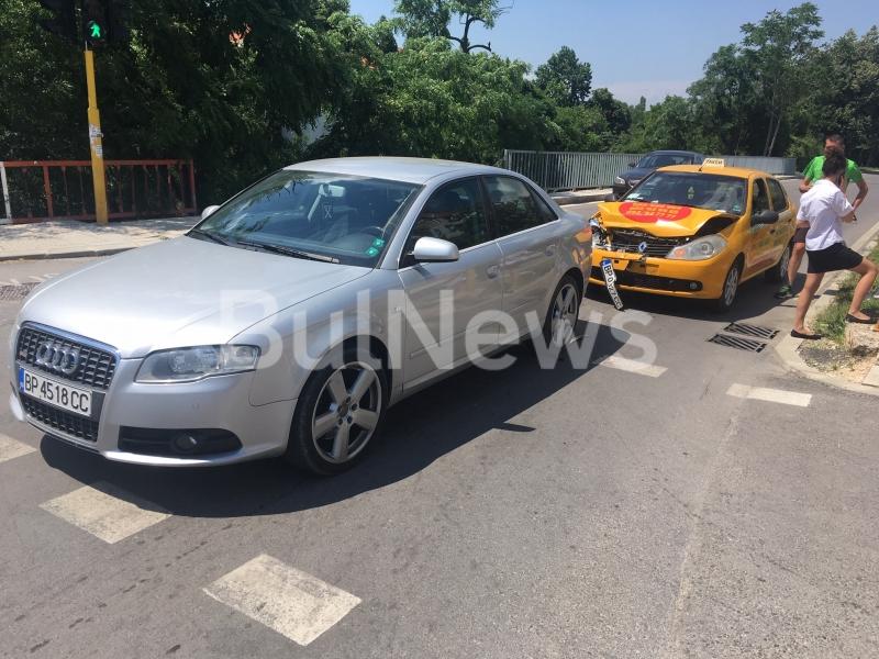 Инцидентът е станал преди минути на светофара на Табашкия мост.