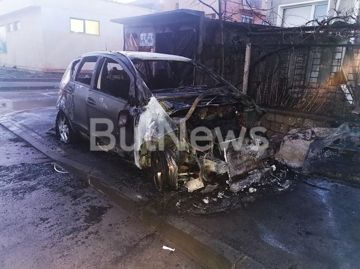 """Лек автомобил """"Мерцедес"""" е горял тази нощ във Враца, видя"""