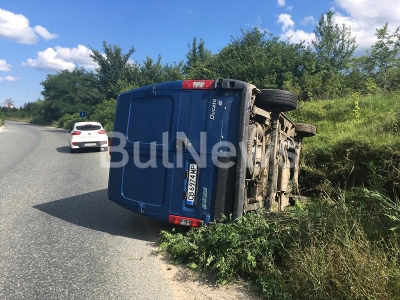 От последните минути: Бус се обърна край Враца /снимки/