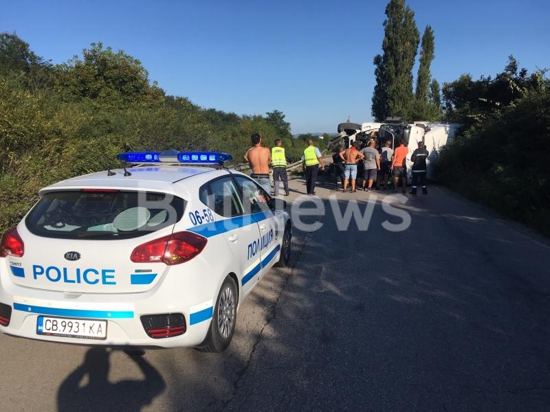 Извънредно! Тежка катастрофа с турски ТИР затвори Е-79 между Враца и Мездра /снимки/