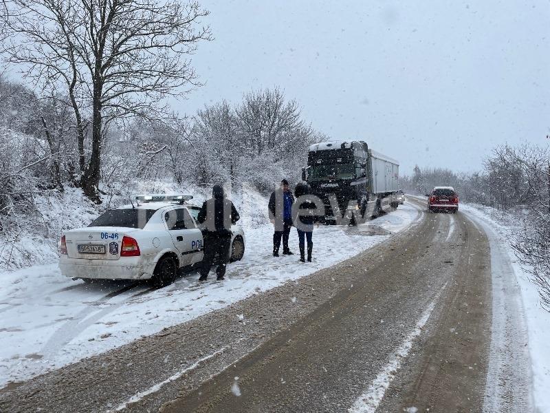 Кола се е ударила в ТИР между Криводол и Враца,