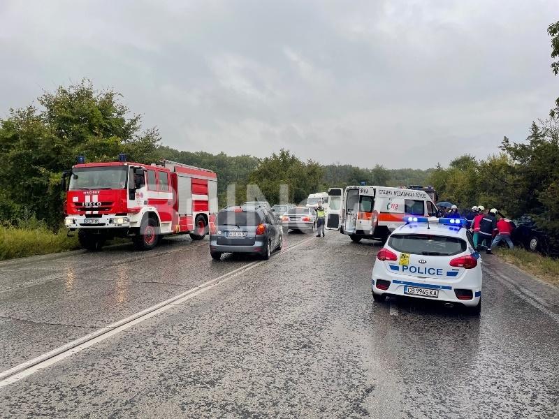 Тежка катастрофа е станала преди минути край Враца, видя първо