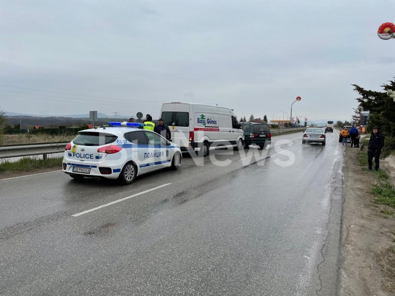 Верижна катастрофа спря движението на главен път Е-79 между Враца