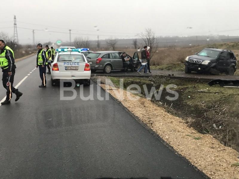 Лека катастрофа е станала преди минути край врачанското село Гложене,