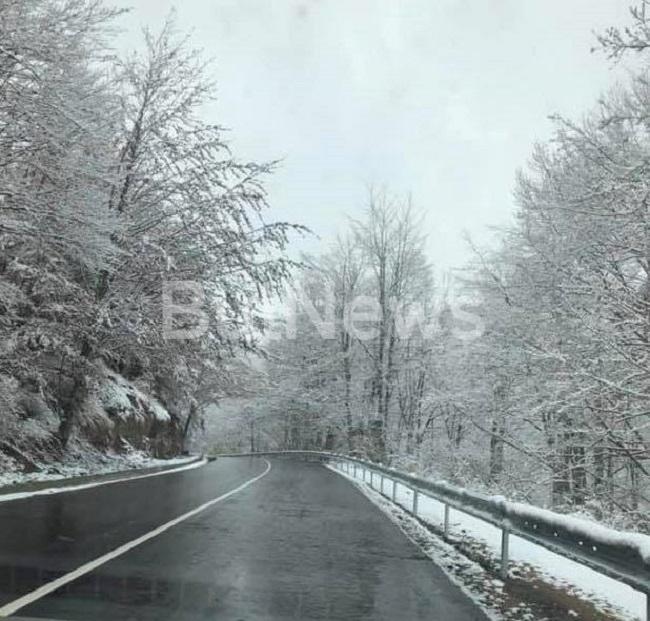 Сняг вали на прохода Петрохан, научи BulNews.bg. Вече има образувана