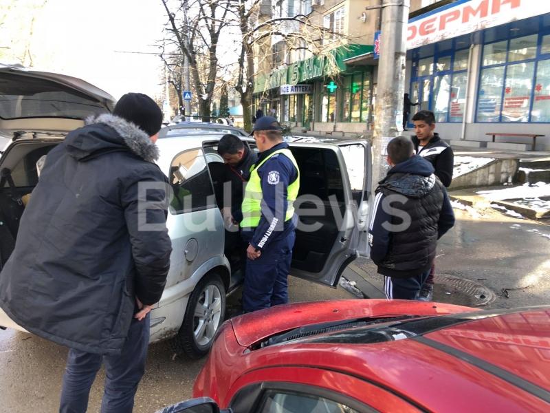 Акция на Криминална полиция се провежда във Враца, видя само