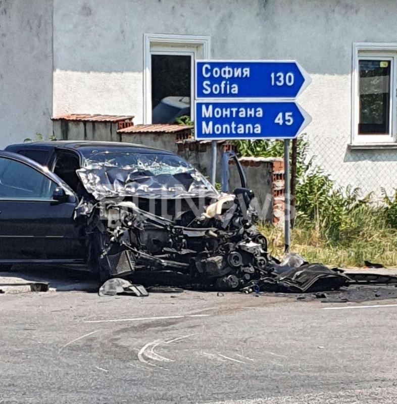 Извънредно! Тежка катастрофа в Тополовец, пътят между Монтана и Видин е затворен /снимки/