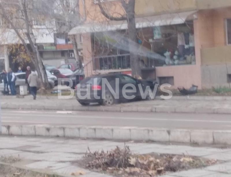Снимка: Фатален петък! Пешеходец загина на място при катастрофа в центъра на Монтана /снимка/