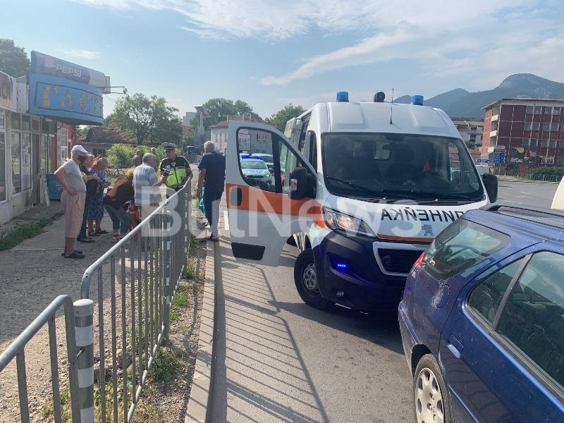 От последните минути! Кола помете човек на пешеходна пътека във Враца /снимки/