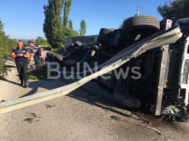 МВР излезе с подробности за тежката катастрофа с турски ТИР между Враца и Мездра /снимки/