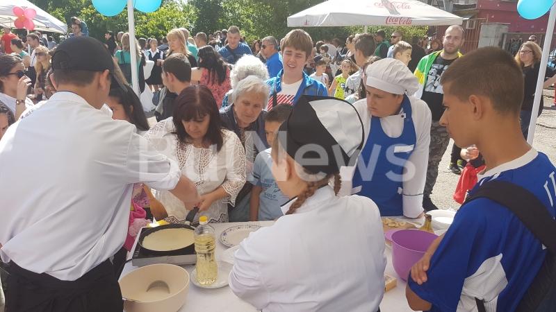 Топ готвачи участваха в хепънинг в двора на гимназията по търговия и ресторантьорство във Враца /снимки/