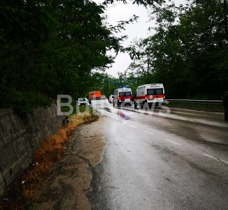 Тежка катастрофа е станала преди минути на международния път Е-79
