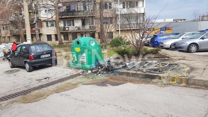 Контейнери за разделно събиране на боклук са били запалени в