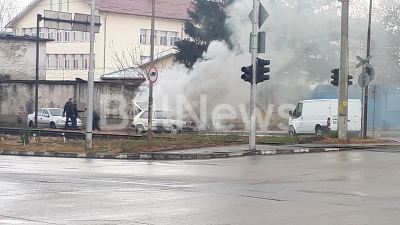 Лека кола се запали насред улица в Монтана, научи BulNews.bg.