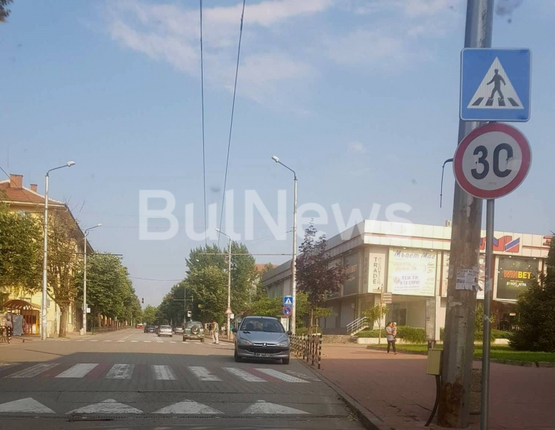 Шофьор от Враца би рекорда за нагло паркиране. Това показват