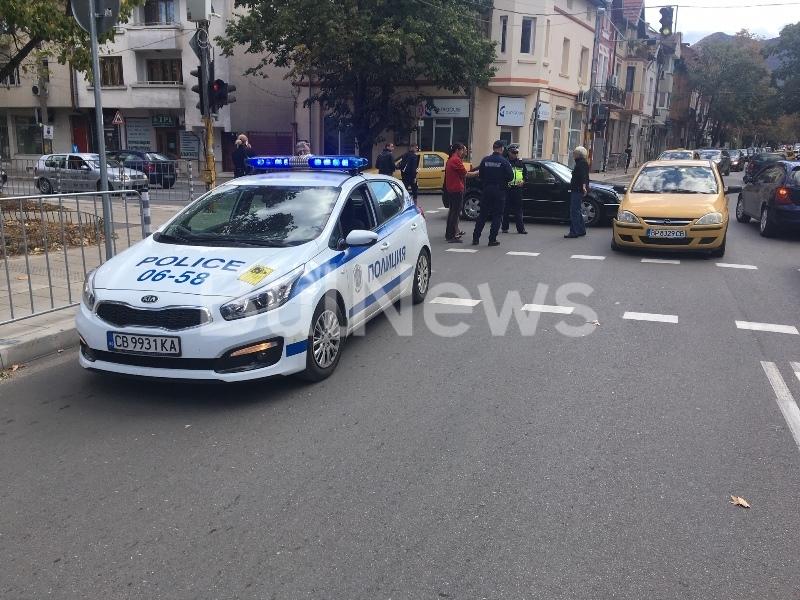 Катастрофа между две коли затапи натоварено кръстовище във Враца, видя