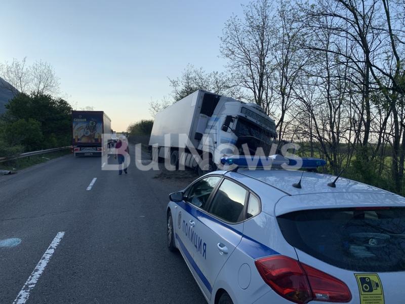 Извънредно! Тежка катастрофа на Е-79 между Враца и Монтана, трафикът е затруднен /снимки/