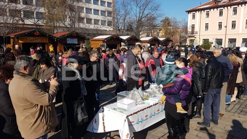 Община Враца отбеляза Никулден с изложба-базар на шарани и рибен курбан /снимки/