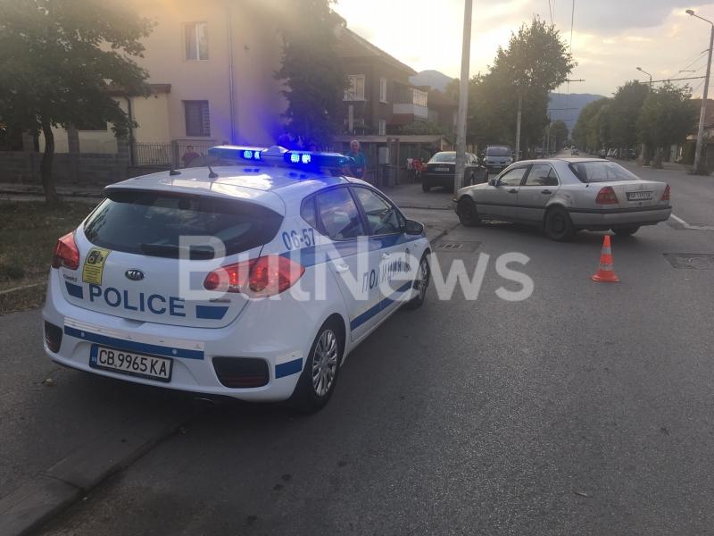 """""""Мерцедес"""" помете жена с инвалидна количка във Враца, видя репортер"""