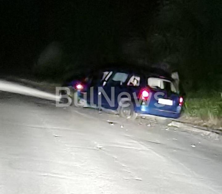Млада шофьорка е катастрофирала с колата си снощи на влизане