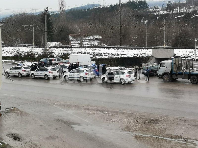 Мездра под блокада! Жандармерия нахлу в града в помощ на полицията /снимки/